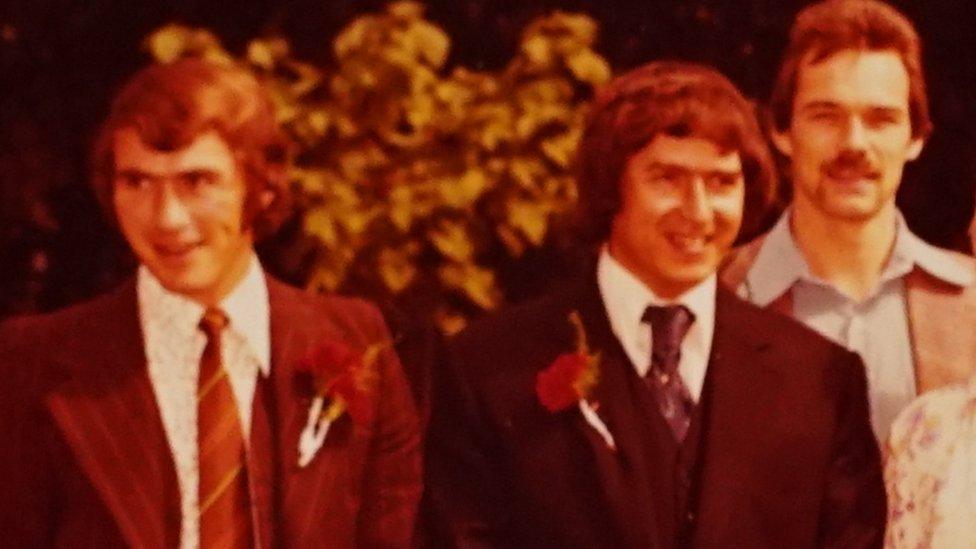 Los hermanos David, Vincent y Barry