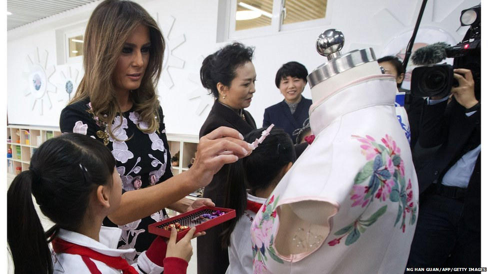 Melania embellishes a traditional chinese dress