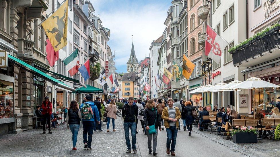 Los expatriados en Zúrich dicen que, pese al alto costo de vida, es asequible.