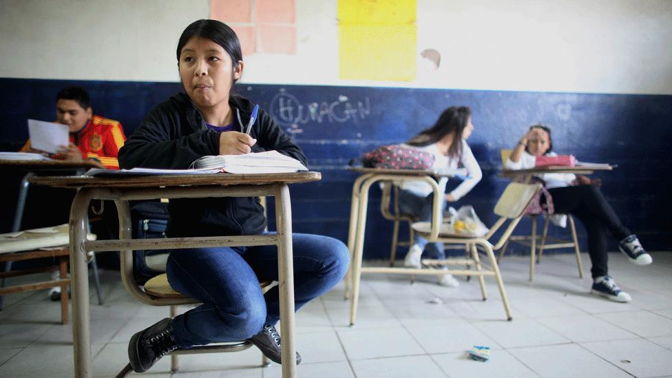 La tasa de escolarización aumentó enormemente desde los años ´70 pero también aumentó la pobreza.