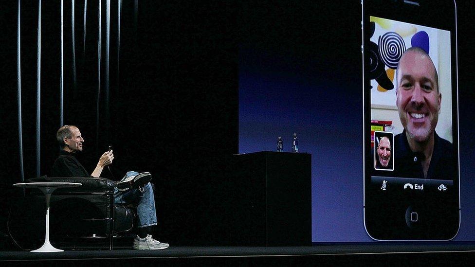 Steve Jobs hizo una demostración con una videollamada de FaceTime por primera vez en 2010 en un iPhone 4.