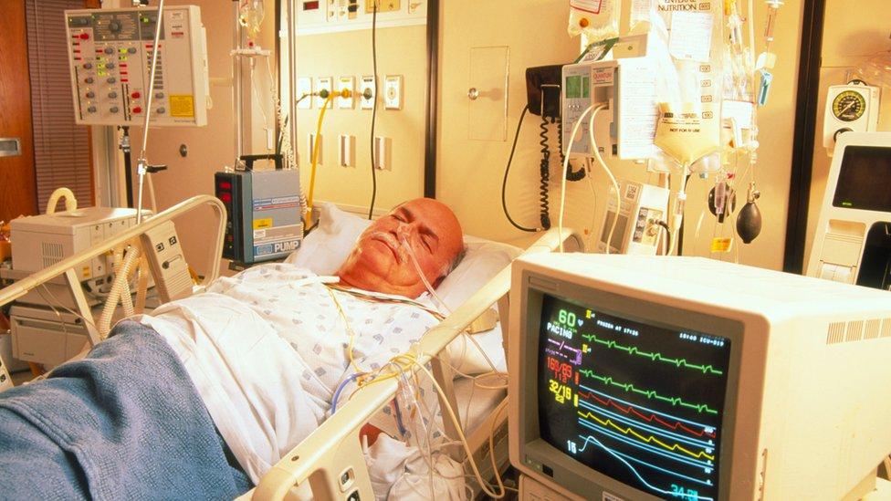 資料圖片:插喉病人