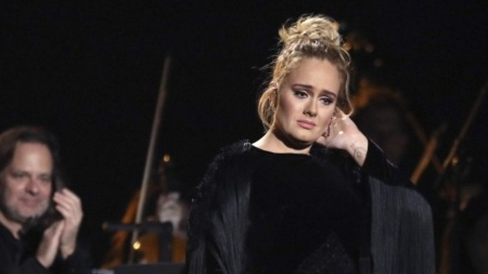 BBC News - Adele fluffs cover of George Michael's Fastlove