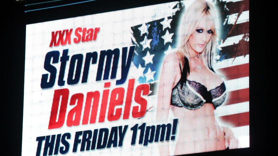 Anuncio publicitario en Las Vegas con Stormy Daniels.