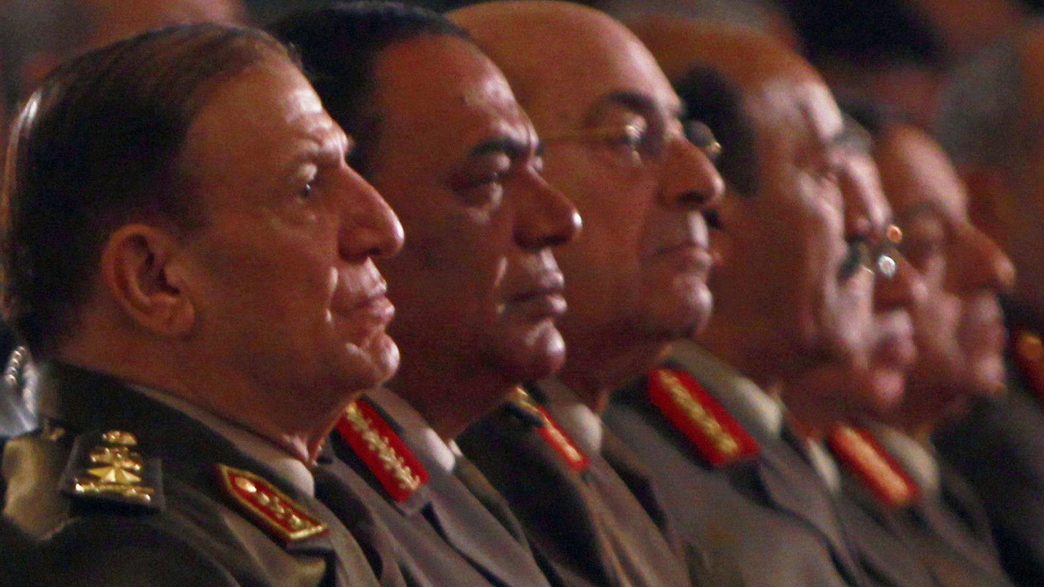 مصر: التحقيق مع سامي عنان رئيس أركان الجيش السابق واتهامه بالتزوير بعد إعلان ترشحه للرئاسة