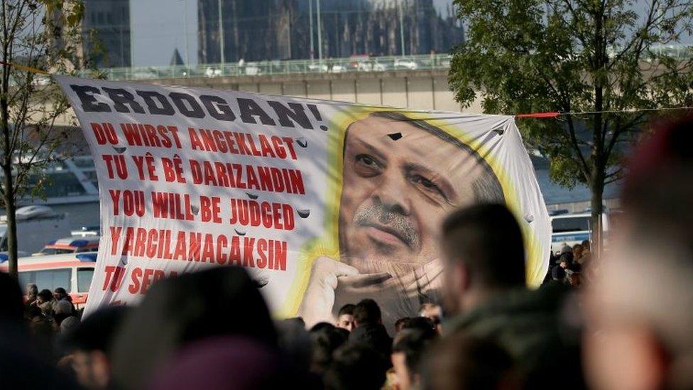 جرمني کې د رجب طیب اردوغان پرضد پراخ لاریون