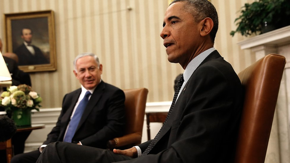 US President Barack Obama (R) meets with Israeli Prime Minister Benjamin Netanyahu (L) in the Oval Office of the White House October 1, 2014 in Washington, DC