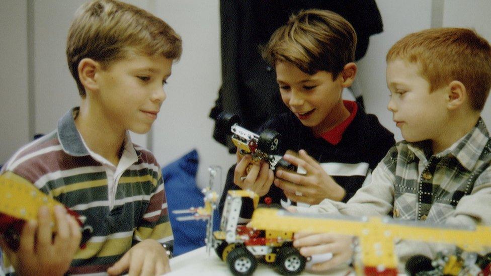 Meccano tiene más de 100 años de historia. Hoy día, también vende juguetes para enseñar robótica.