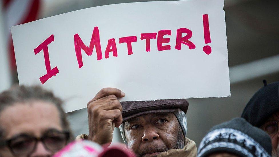 manifestante negro