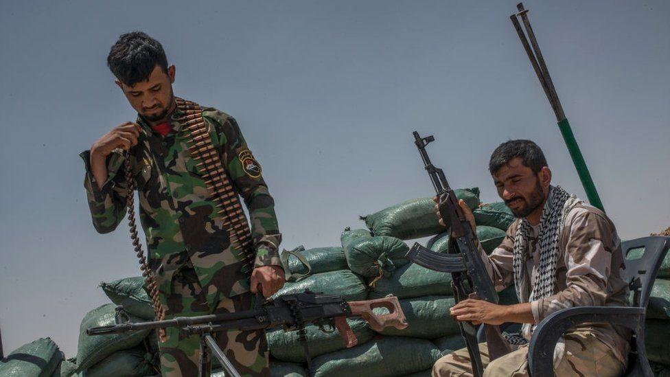 ميليشيات شيعية مدعومة من إيران تقاتل بجانب قوات الرئيس السوري بشار الأسد ضد تنظيم الدولة الإسلامية