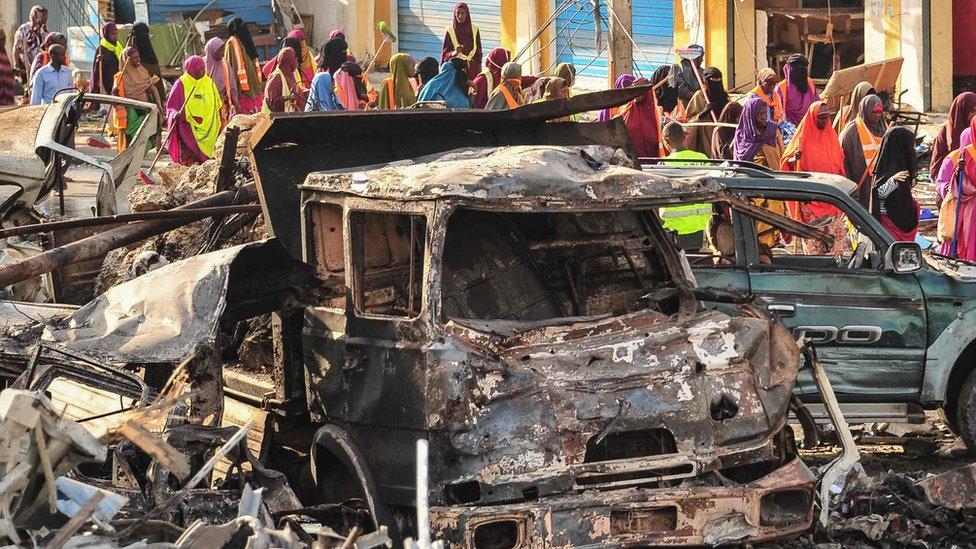 Somalia attack: 165 unidentified bodies buried