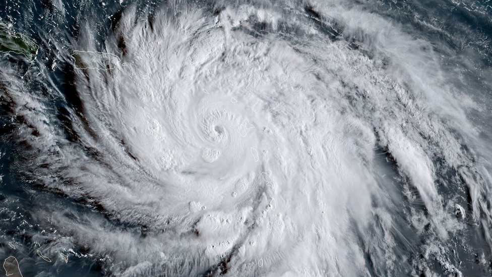 El huracán María avanzó con vientos de hasta 260 km/h.