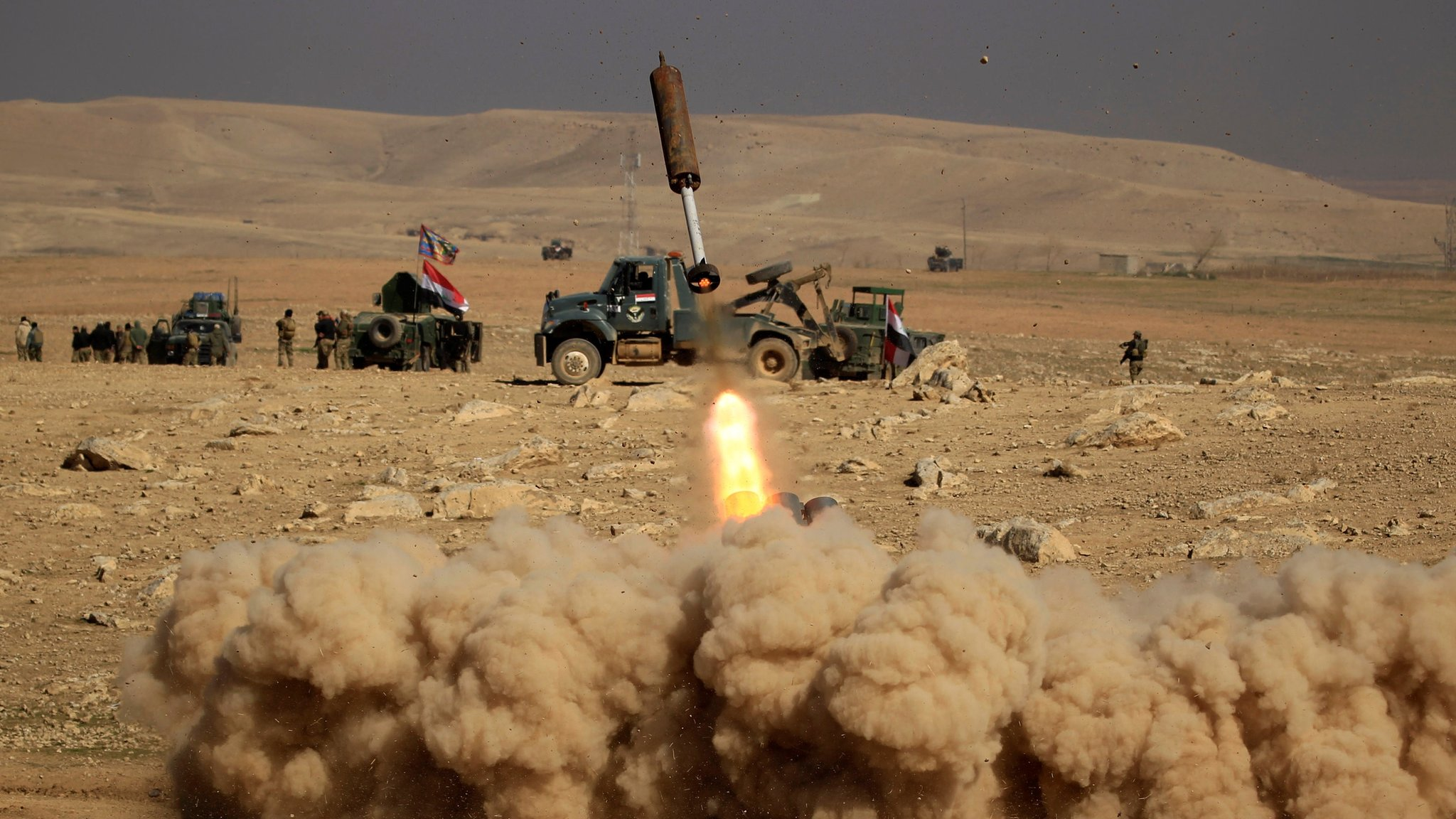Mosul assault: Iraq troops make headway against IS