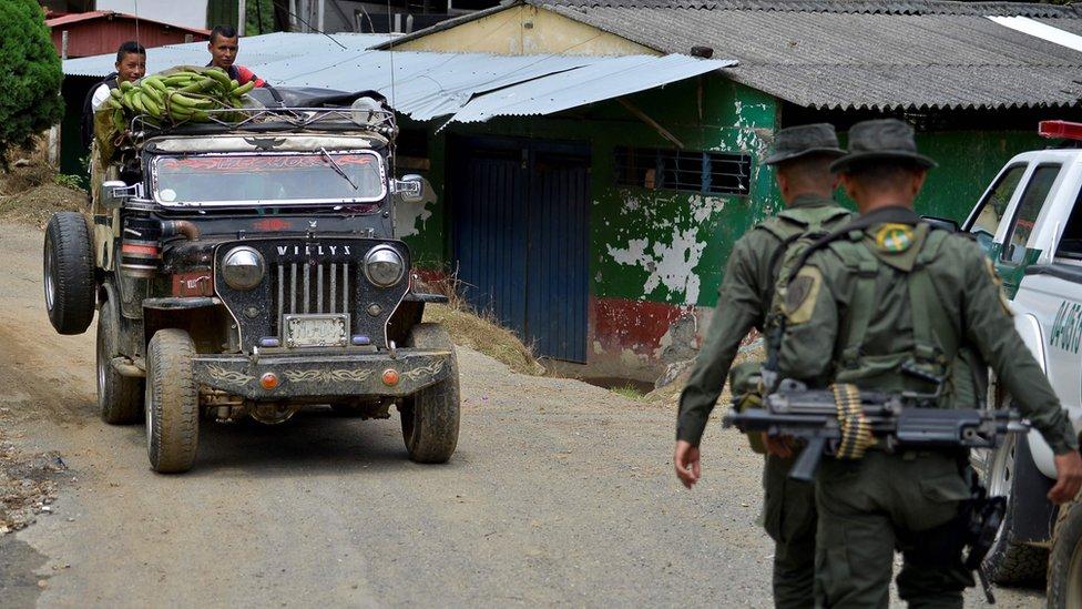 Militares patrullan la zona del Valle del Cauca.