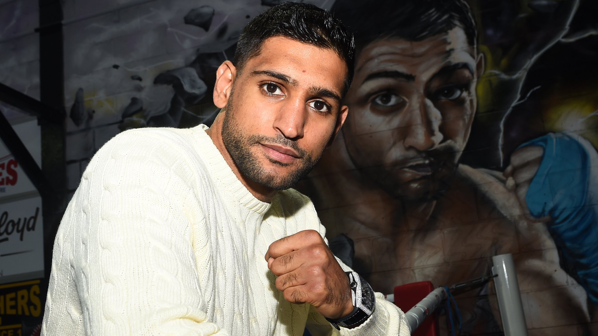 Khan agrees April date to fight unbeaten Crawford