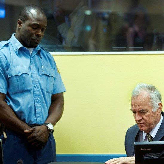 Ratko Mladic durante una audiencia en el La Haya