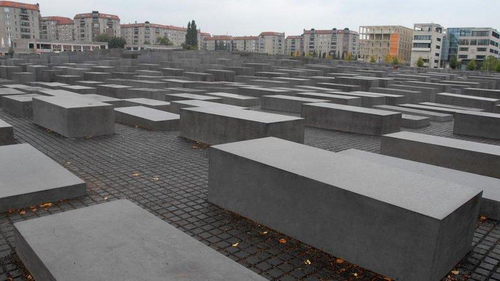نصب تذكاري لليهود