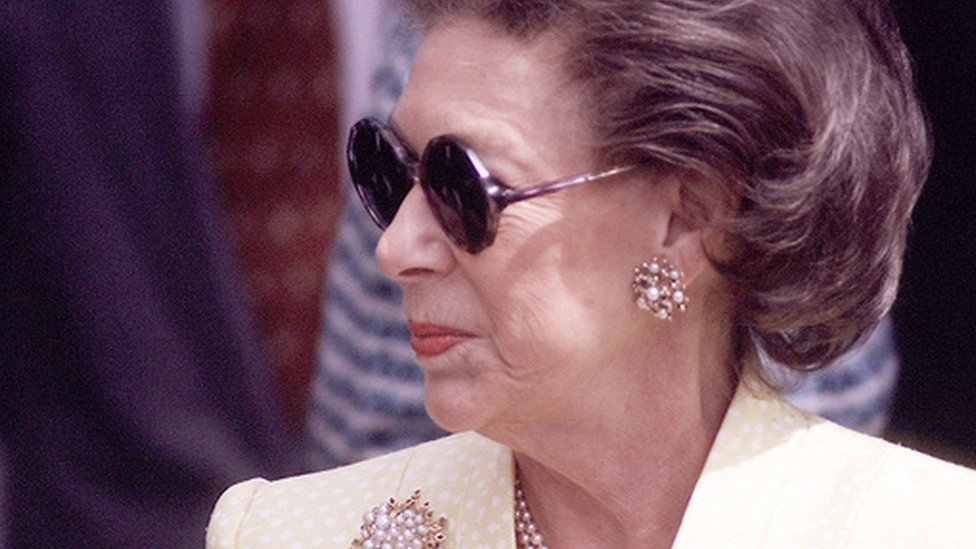 Prize for 'unconventional' royal biography