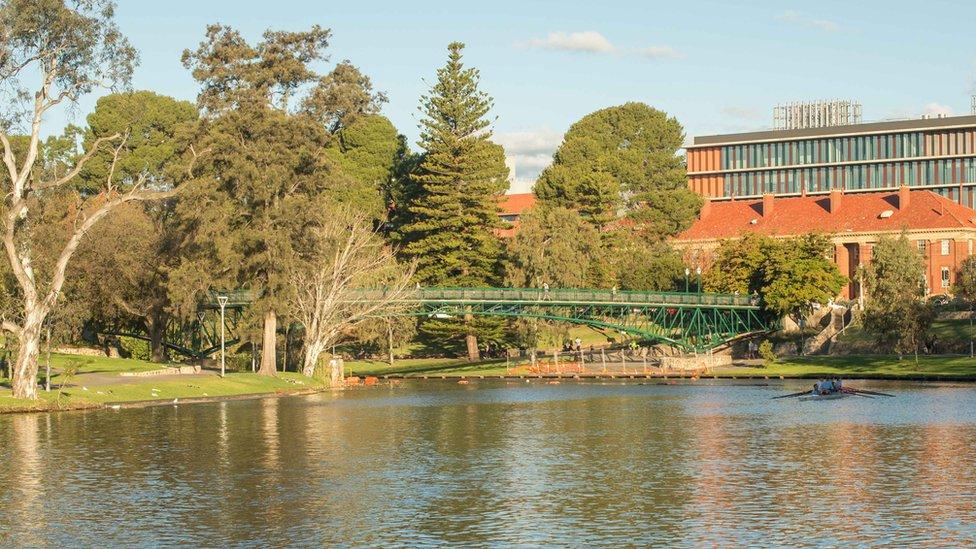 Río Torrens, en Adelaida, Australia.