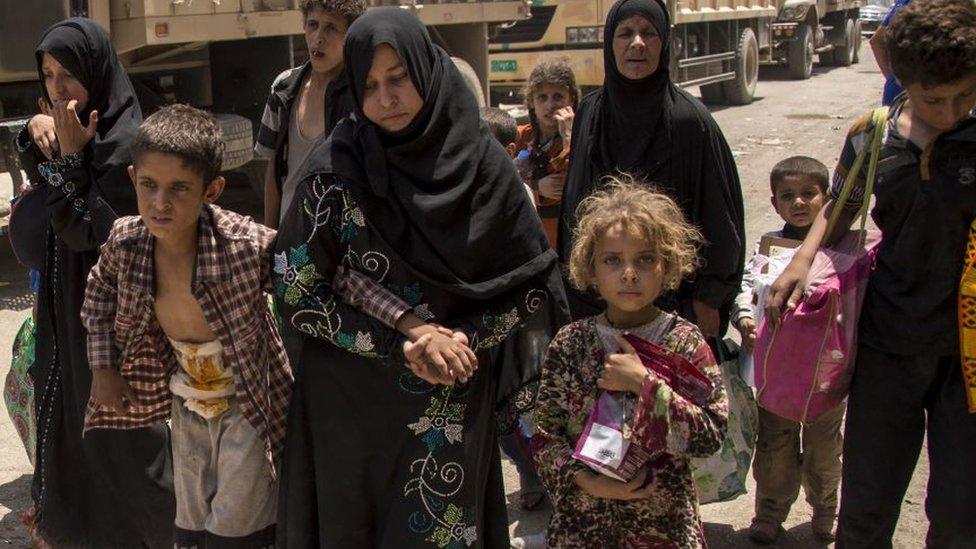 Mujeres y niños en Mosul