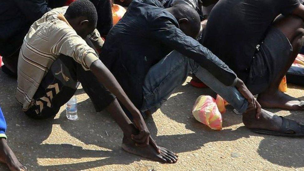 """صورة """"بيع العبيد"""" في سوق في ليبيا تثير غضب الاتحاد الافريقي"""