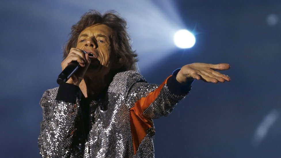 Rolling Stones: Police raid officials in Hamburg over free tickets