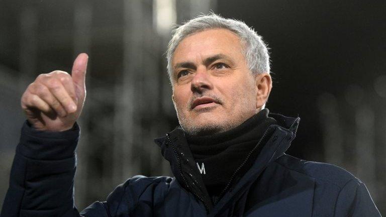 Mourinho: Roma, Jose Mourinho'yla 3 yıllık sözleşme imzaladı - BBC News  Türkçe