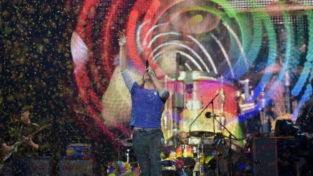 Coldplay light up rainy Glastonbury