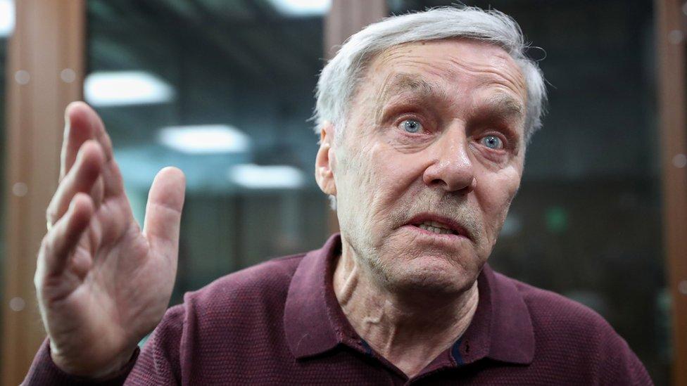 Отца полковника Захарченко приговорили к четырем годам колонии за растрату photo