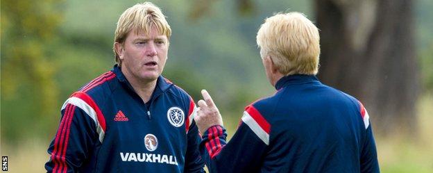 Stuart McCall with Scotland manager Gordon Strachan