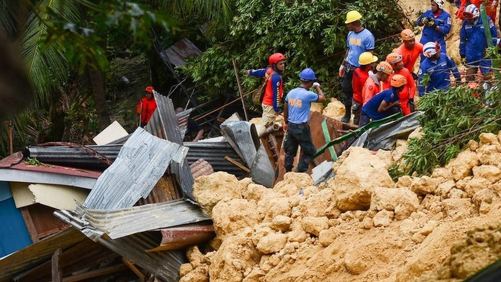 Philippines landslide victims 'text for help'