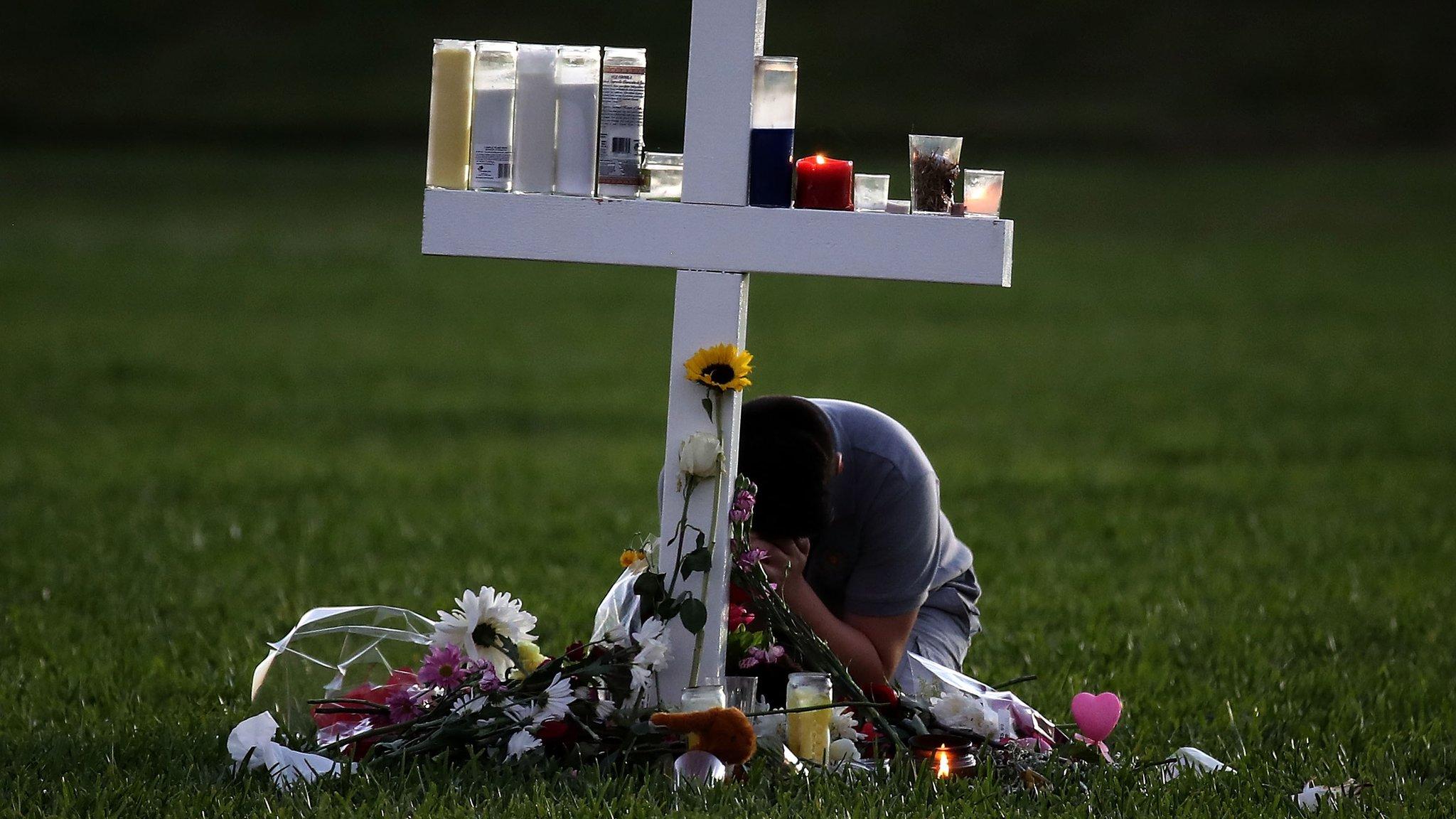 Florida school shooting: FBI under pressure over failure to act