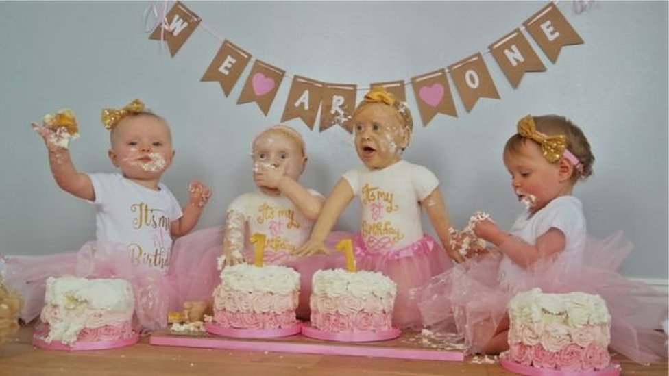 У Британії жінка спекла торти у вигляді доньок
