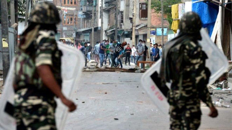 ভারতের কাশ্মীরে অপহৃত পুলিশের আত্মীয়দের মুক্তি দিয়েছে হিজবুল মুজাহিদিন