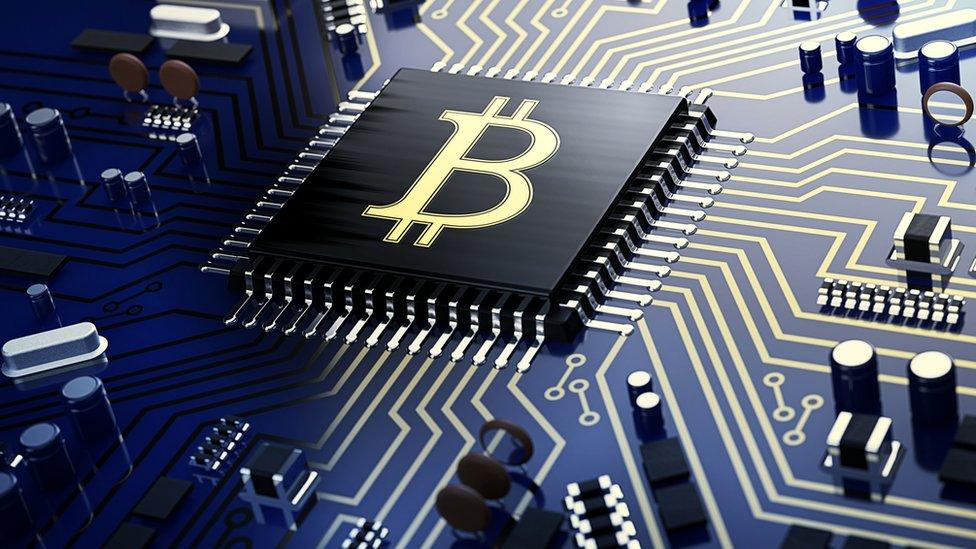 Las criptomonedas pueden almacenarse en servicios en la nube o en dispositivos físicos.