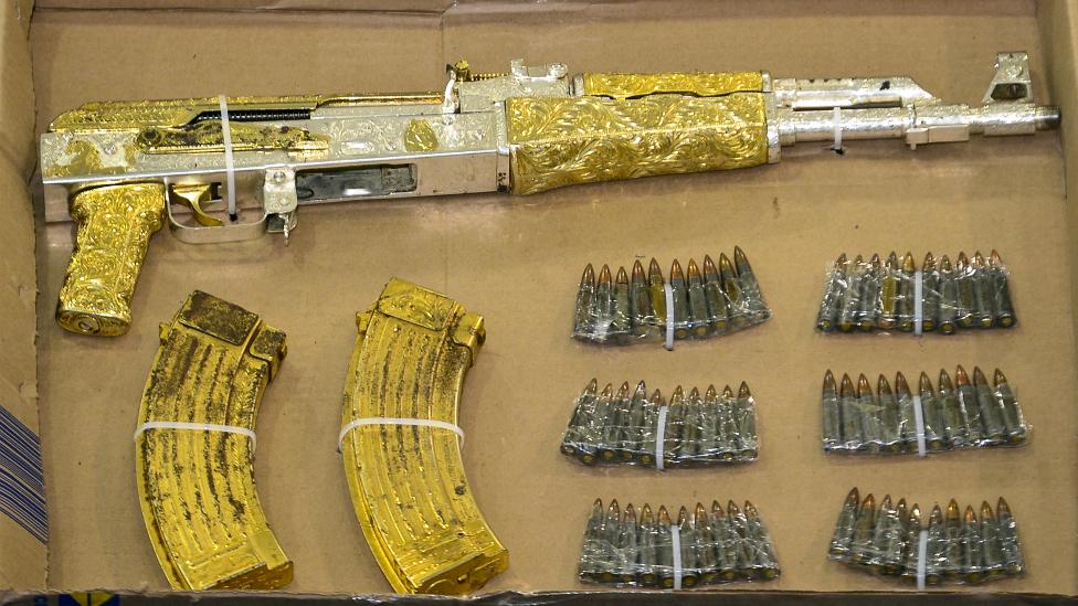Armas de oro de narcos