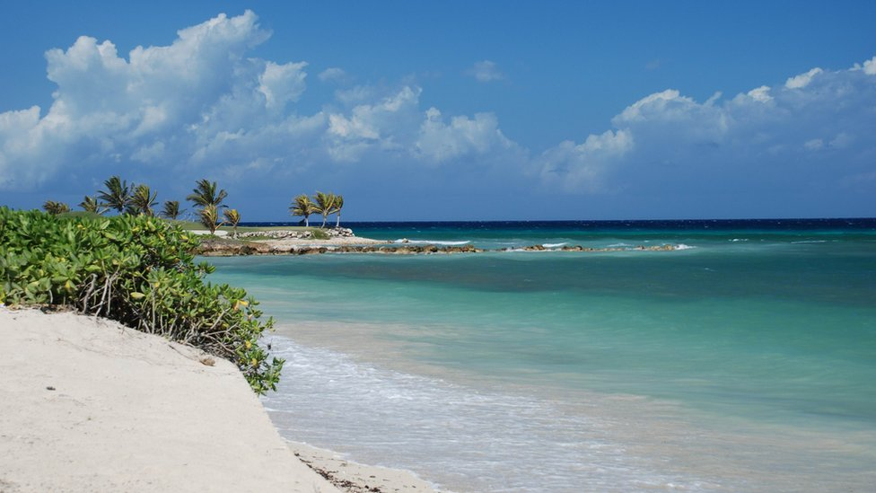British tourists warned to 'stay in resorts' in Jamaica security emergency
