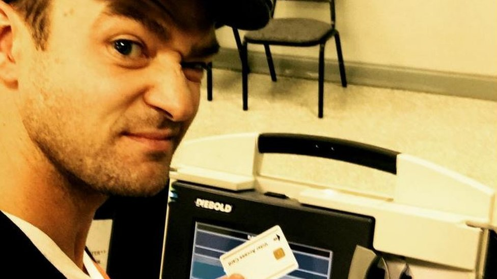 Justin Timberlake in selfie voting gaffe