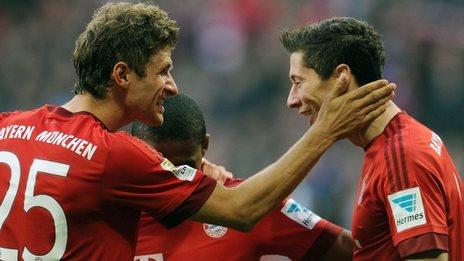 Robert Lewandowski is congratulated by Thomas Muller