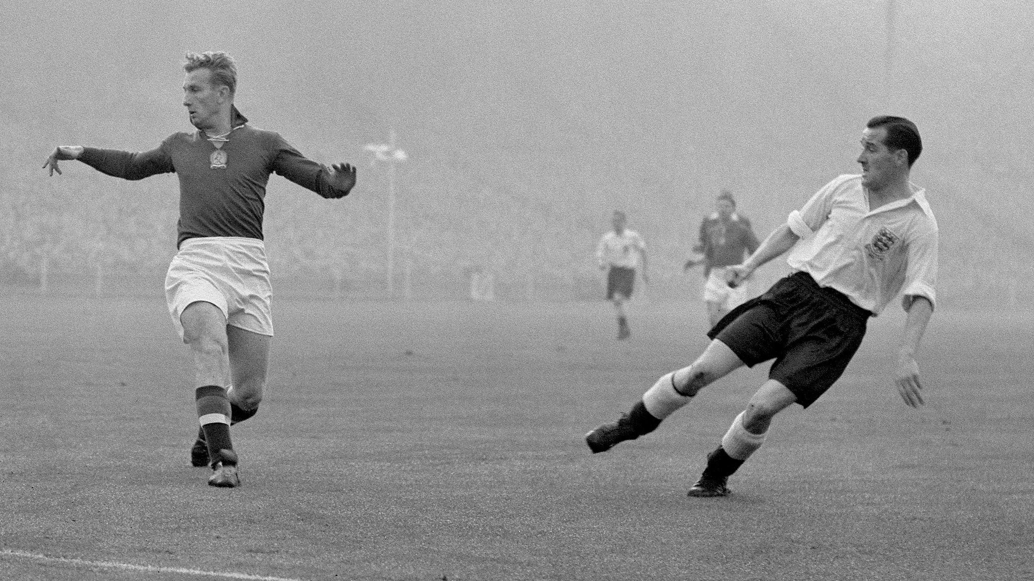 Former England striker Sewell dies, aged 89