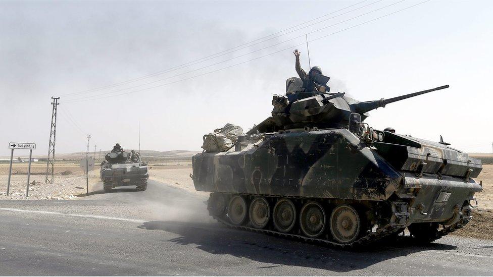 Syria war: Turkey kills 25 people in latest round of air strikes
