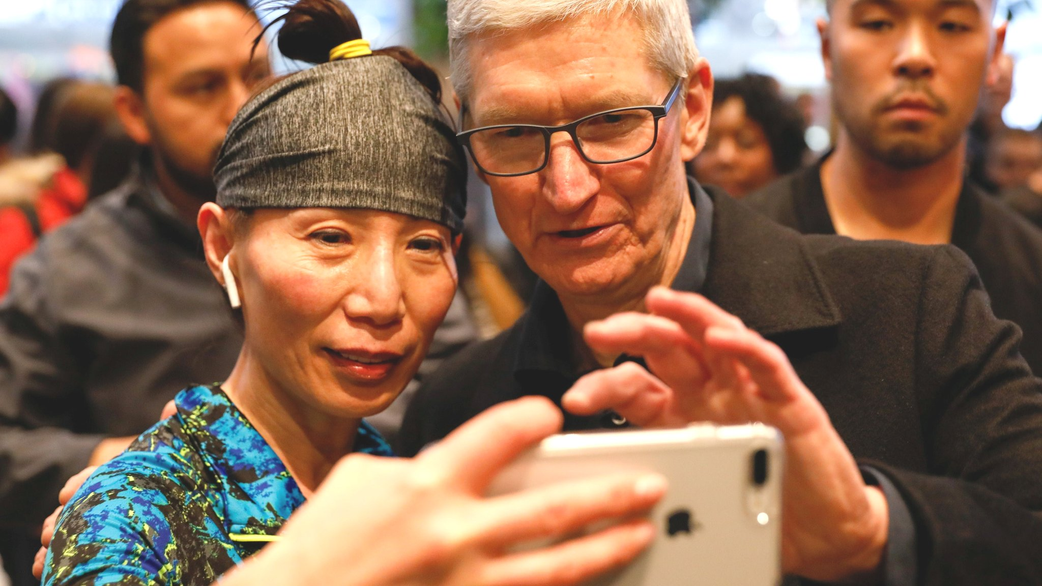 Tech Tent: Who can topple trillion-dollar Apple?