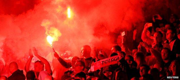 បាល់ទាត់អង់គ្លេស និងស្កុតឡេន ត្រូវបាន UEFA ដាក់ទណ្ឌកម្មដោយសារអ្នកគាំទ្រ