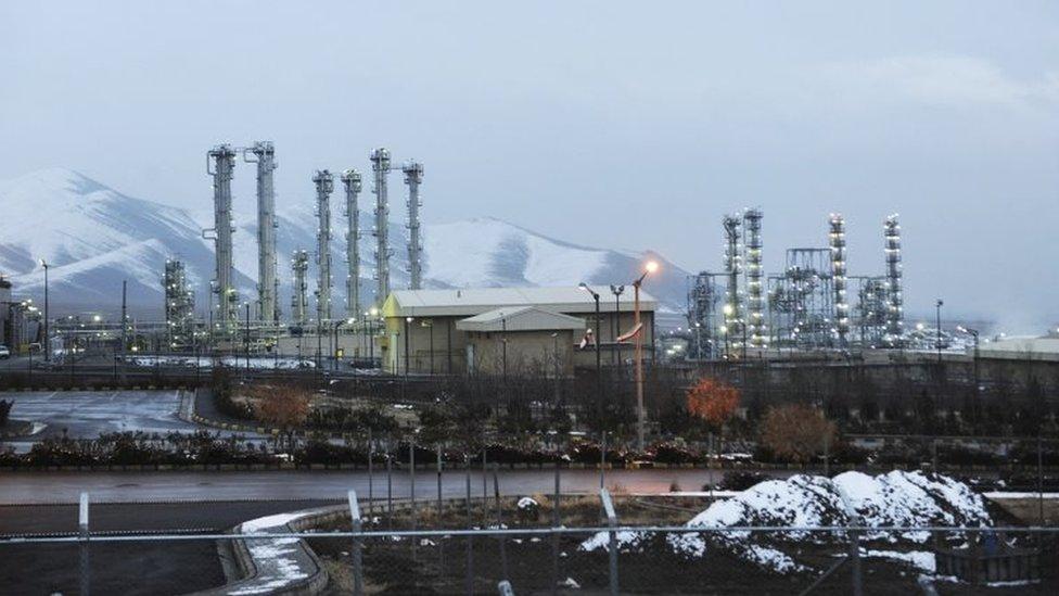منشآت نووية إيرانية للماء الثقيل بالقرب من مدينة آراك على بعد 250 كيلومترا جنوب غربي طهران