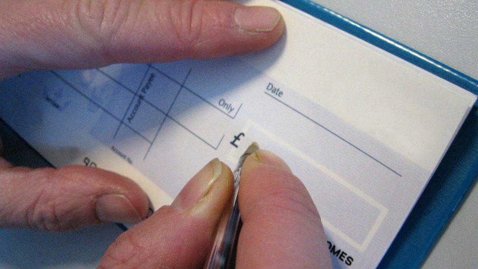 A pesar de conocer al cliente, había que cuidarse de quién era el emisor del cheque.