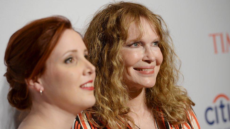 Dylan y Mia Farrow en una gala de la revista Time en 2016
