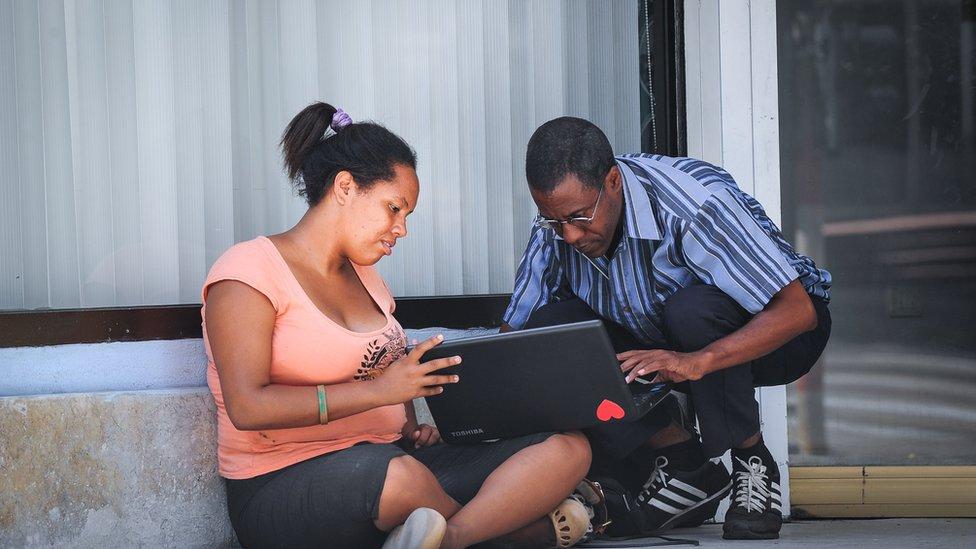 Menos del 6% de hogares cubanos tienen acceso a internet, según estimaciones.