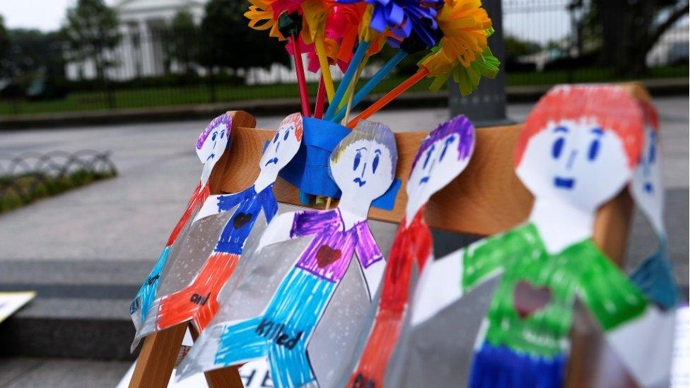 Homenaje a niños muertos en tiroteos en Washington DC