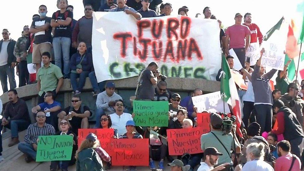 """Caravana en Tijuana: """"¡Fuera hondureños!"""": las protestas en contra los ..."""