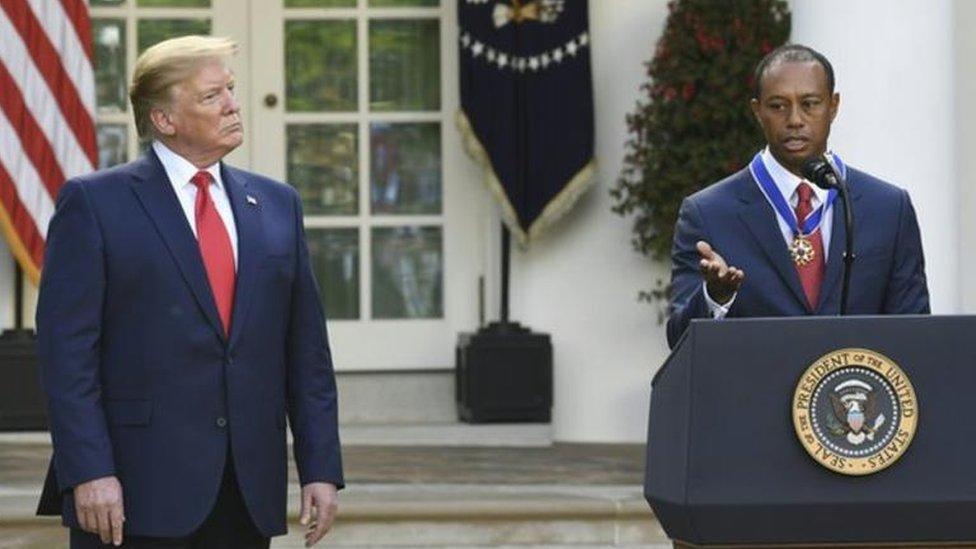 """Le golfeur Tiger Woods reçoit la """"médaille de la Liberté"""""""